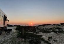 bakkie zonsondergang